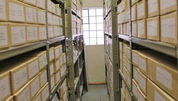Archiv-Regalansicht im Museumsdorf