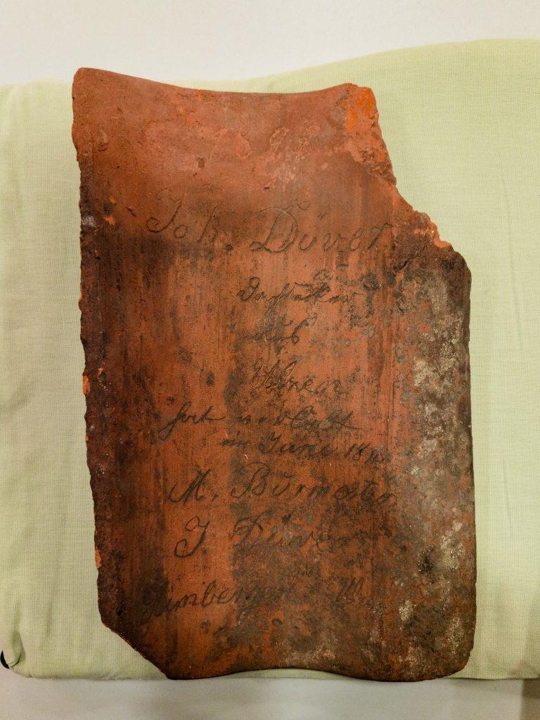 Feierabendziegel mit Inschrift