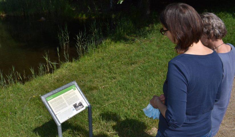 Geländetafeln im Museumsdorf