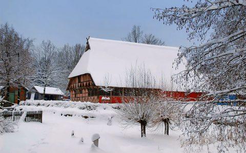 Kleinbauernhaus-im-Winter