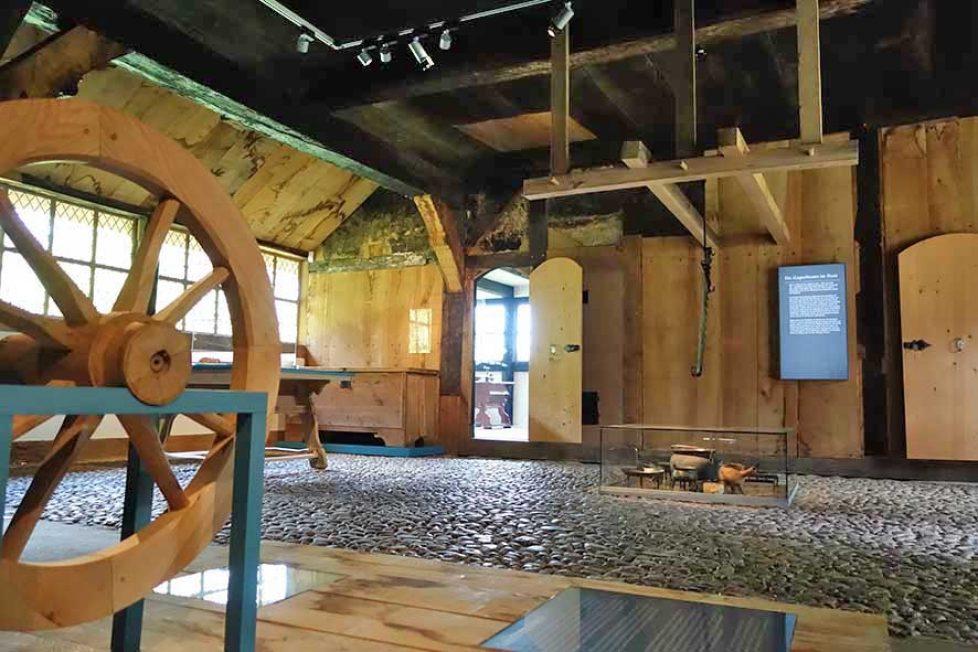 Haus Oldendorf - Vorraum mit Feuerstelle