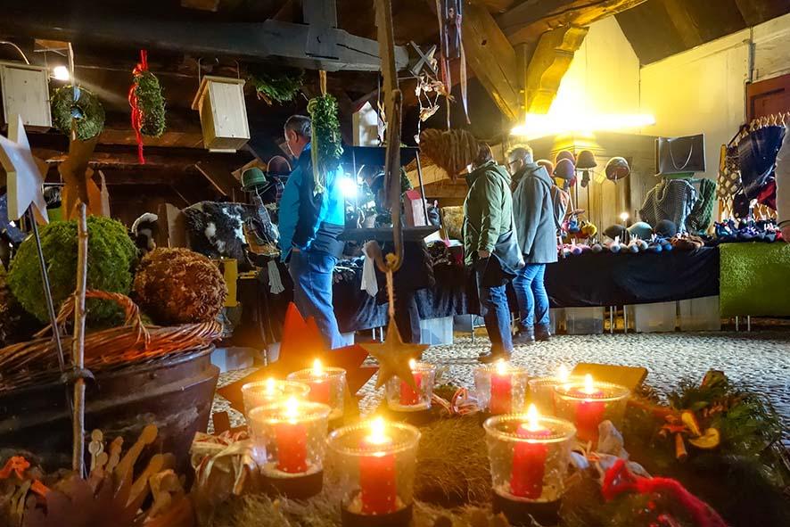Vorweihnachtlicher Kunsthandwerkermarkt